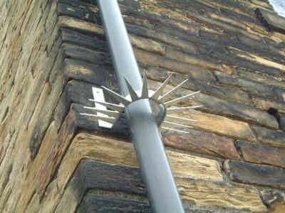 Anti-vandal fall pipe collar